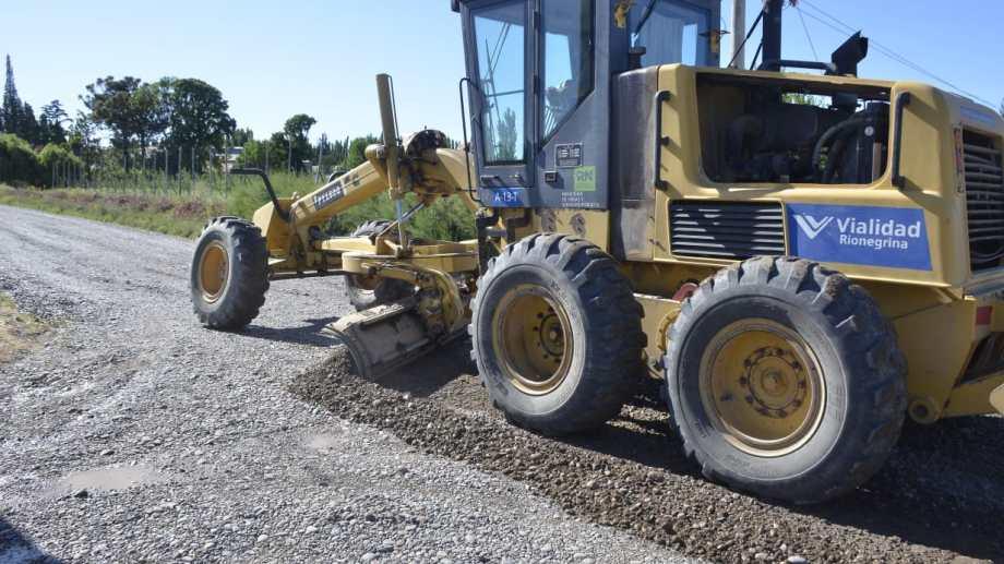 El municipio comenzó a reparar 134 kilómetros de caminos rurales de Regina. (Foto Néstor Salas)