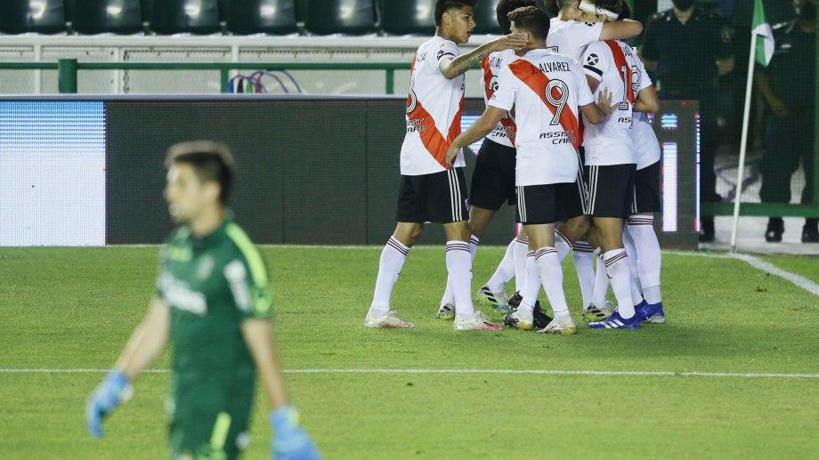 River festeja el primer tanto del partido anotado por Nacho Fernández.