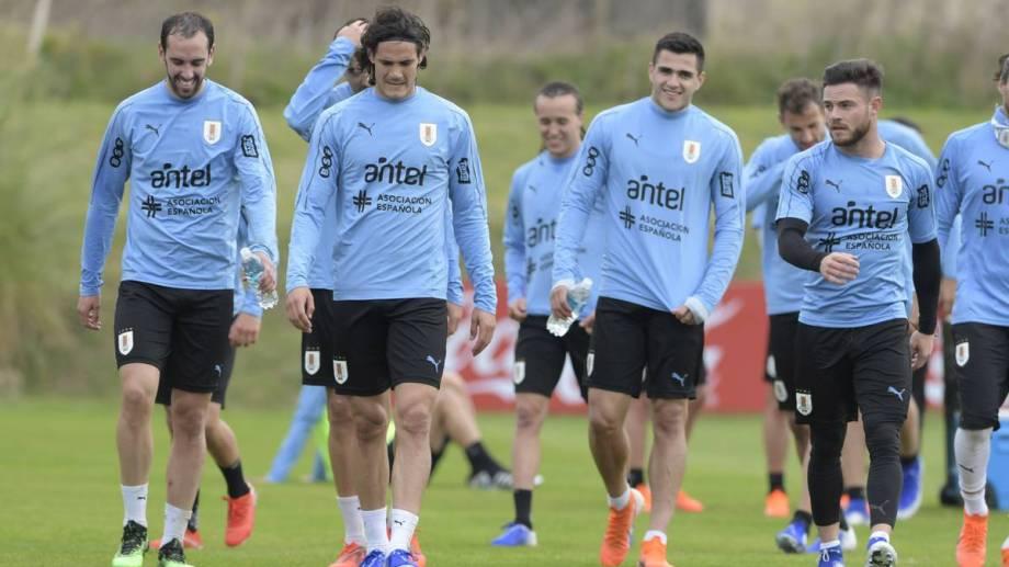 La selección uruguaya viene de ganarle 3-0 a Colombia, en Barranquilla. Hoy le toca Brasil, pero sin Luis Súarez.
