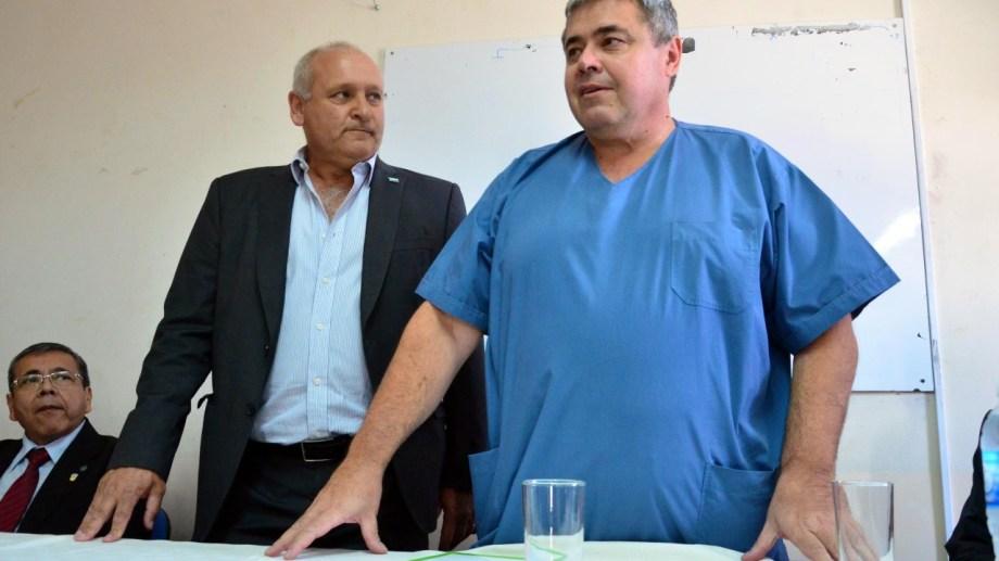 Rovasio, con Zgaib, en el 2016 cuando el médico se hizo cargo del hospital Zatti. Foto: Marcelo Ochoa