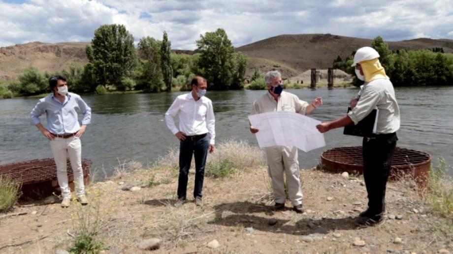 Autoridades provinciales y municipales visitaron el reinicio de obras en en río Collón Curá (Neuquén Informa)