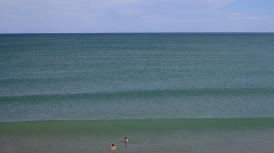 De momento, los residentes disfrutan de las playas en soledad. Foto: Martín Brunella.