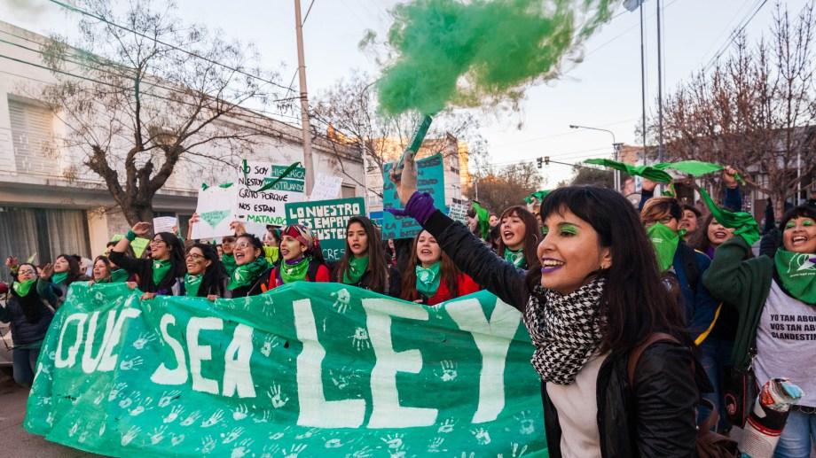 """Las movilizaciones multitudinarias son el sello del activismo a favor del aborto. Se la conoce como la """"marea verde"""". (Archivo: Marcelo Ochoa)"""