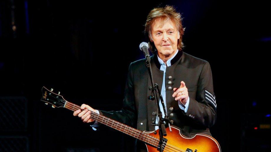 Paul McCartney agiganta aún más su leyenda con un nuevo disco de estudio realizado en absoluta soledad durante el confinamiento social obligado por la pandemia de coronavirus.