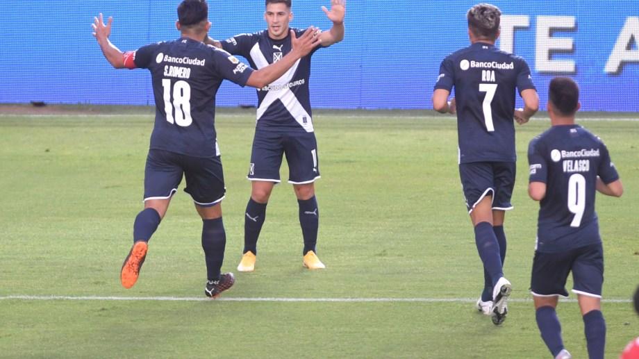 Jonathan Menéndez marcó el primer gol del Rojo, que luego de dos derrotas volvió a la victoria en la Z ona Campeonato A. Foto: Julián Álvarez/Pool ARGRA/aa/Telam