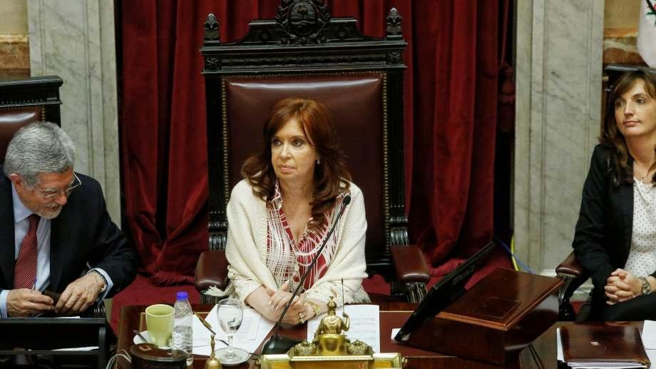 La titular del Senado, la vicepresidenta Cristina Fernández, llamó a sesiones extraordinarias para este jueves.
