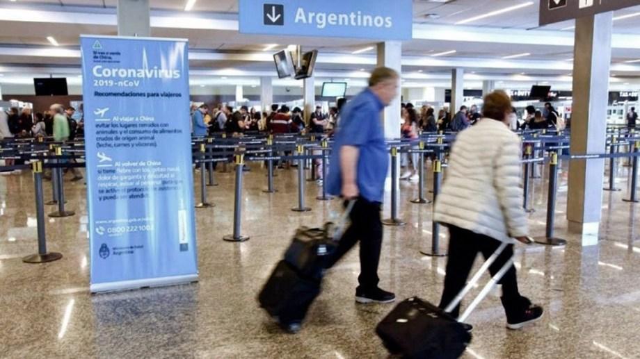 El gobierno acotó la cantidad de personas que pueden ingresar al país por temor a la variante Delta.