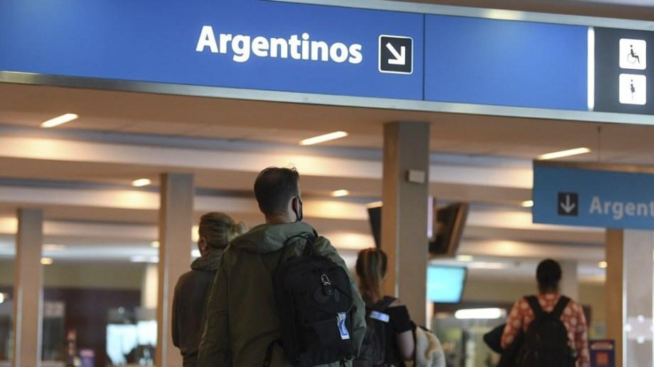 Solo pueden ingresar al país 600 personas desde el exterior por día.