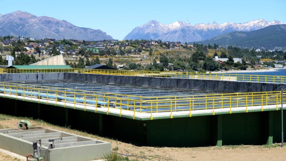 En diciembre pasado se inauguró la ampliación de la planta depuradora de Bariloche pero falta finalizar el colector costanero. Foto: Archivo
