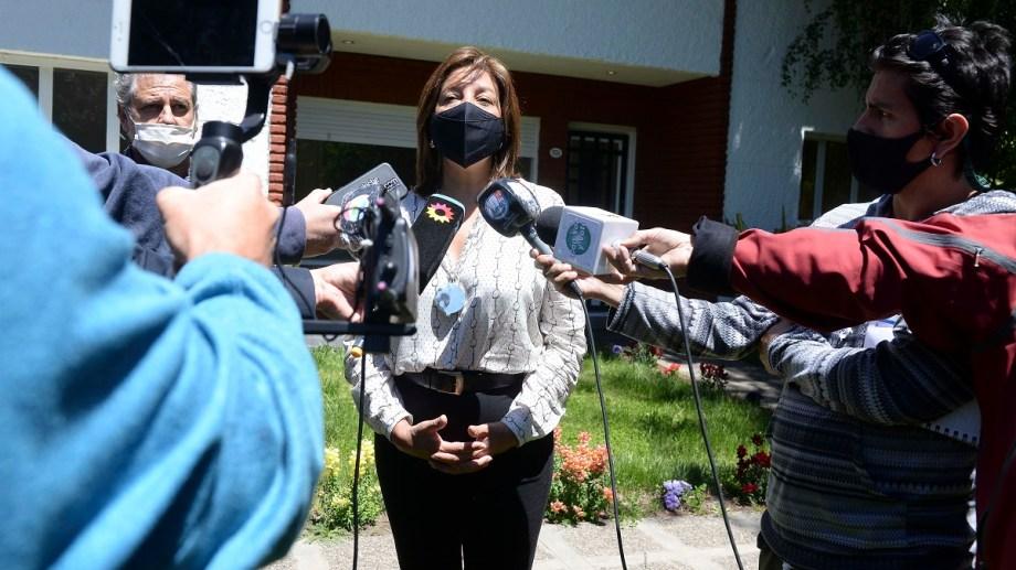 La gobernadora Arabela Carreras destacó el operativo federal para realizar una inspección ocular en Mascardi. Archivo