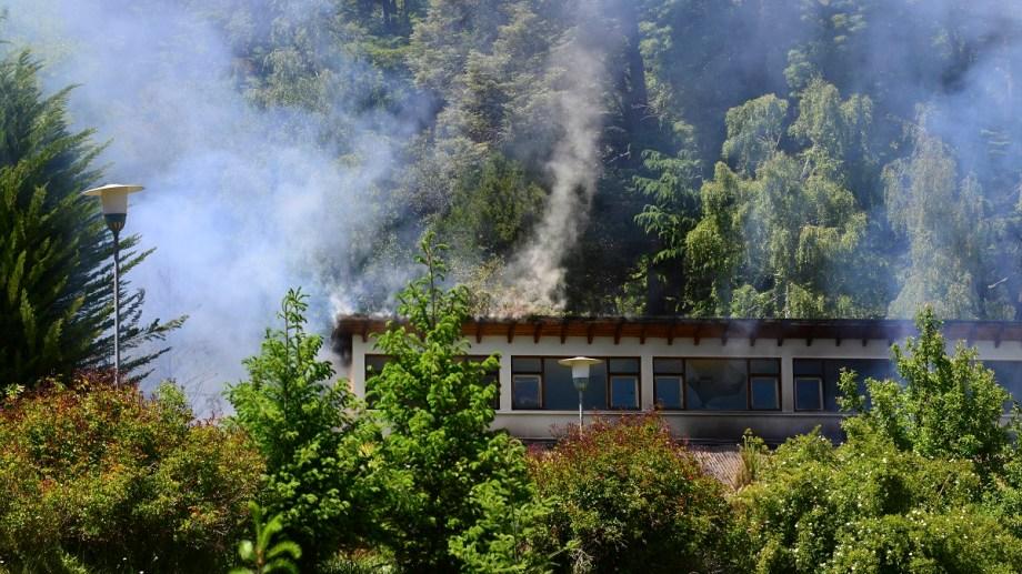En la zona de Villa Mascardi la comunidad lof Lafken Winkul Mapu amplió su instalación a otros predios privados linderos al de parques nacionales. Archivo