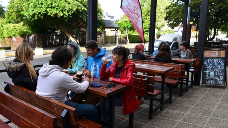 Con el pase a DISPO, se habilitan en Bariloche las reuniones al aire libre de hasta 20 personas. Foto: Alfredo Leiva