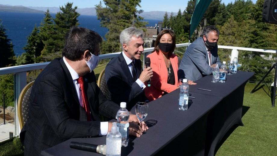 El ministro Mario Meoni en diciembre comprometió 300 millones de pesos para la nueva terminal de Bariloche. Hoy regresa con anuncios. Archivo