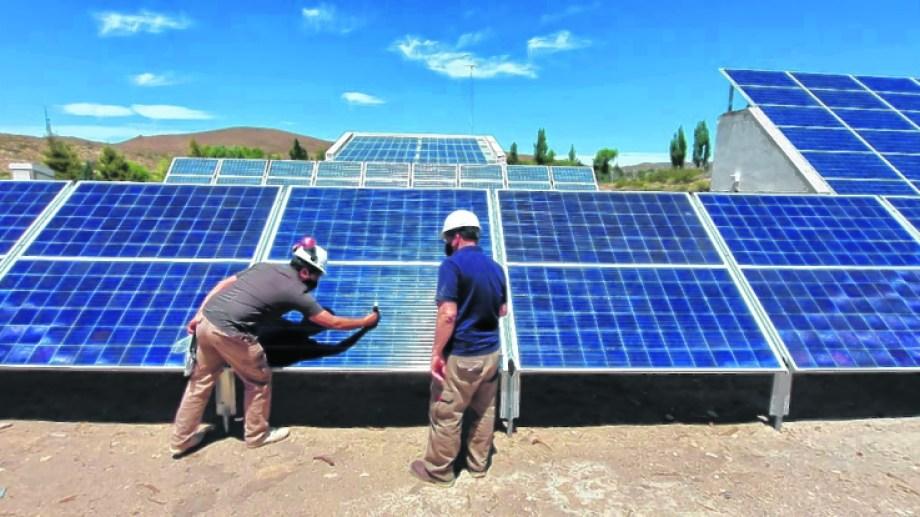 El nuevo sistema fotovoltaico permitió brindar energía las 24 horas a la localidad.