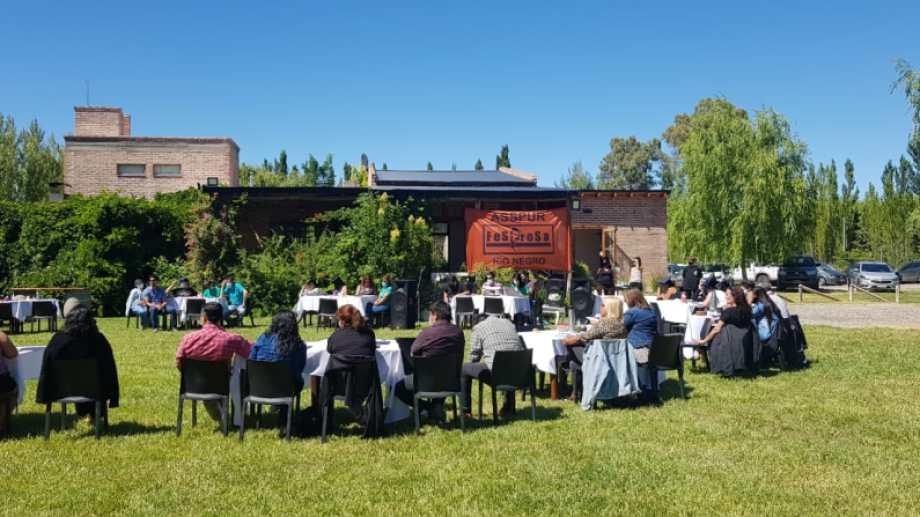 Delegaciones de toda la provincia se reunieron en Roca con autoridades nacionales de Fesprosa. (Foto: gentileza)