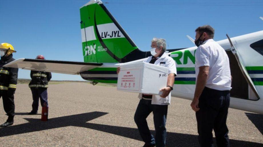 Así llegaban al aeropuerto Arturo Illia las dosis de SputnikV, que serán aplicadas desde mañana.-