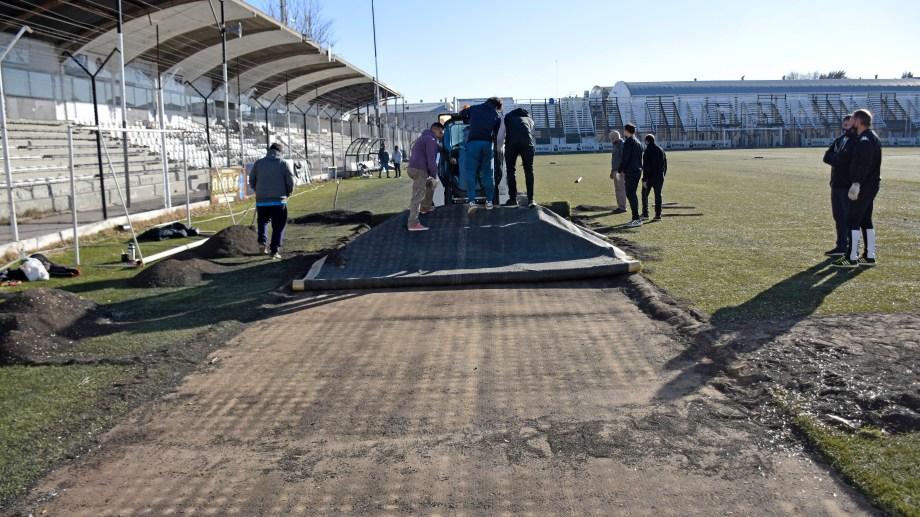 El adiós al césped sintético de La Visera es una de las noticias más esperanzadoras para los hinchas albinegros de cara al 2021. (Foto: Florencia Salto)