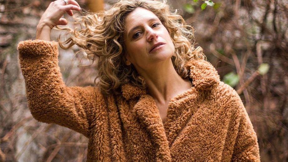 Ana Prada se siente halagada de que la hayan elegido para ser el eje del álbum.