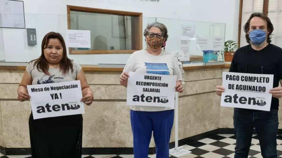 Guagliardo y Flores comenzaron esta mañana un ayuno para agudizar la medida de fuerza que lleva adelante ATEN  desde el lunes. (Foto: Gentileza)