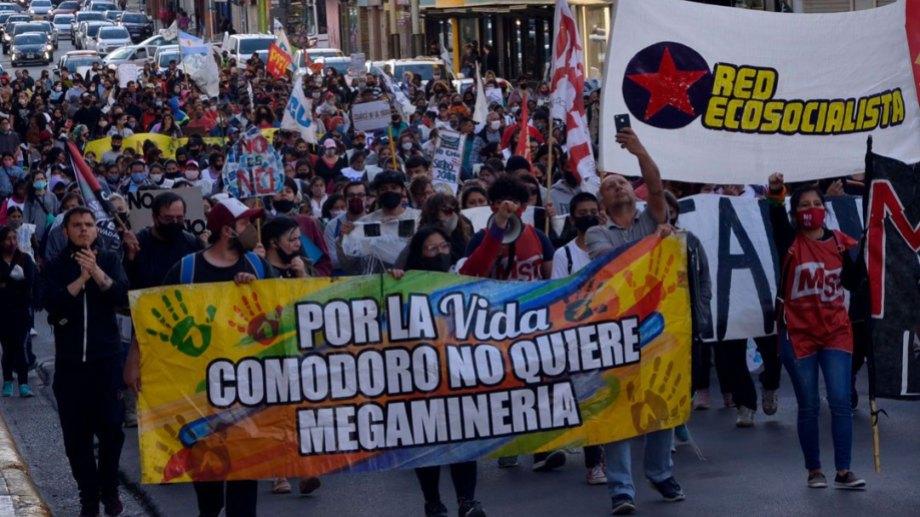 En Chubut hay marchas diarias contra la minería. (Gentileza Crónica).-