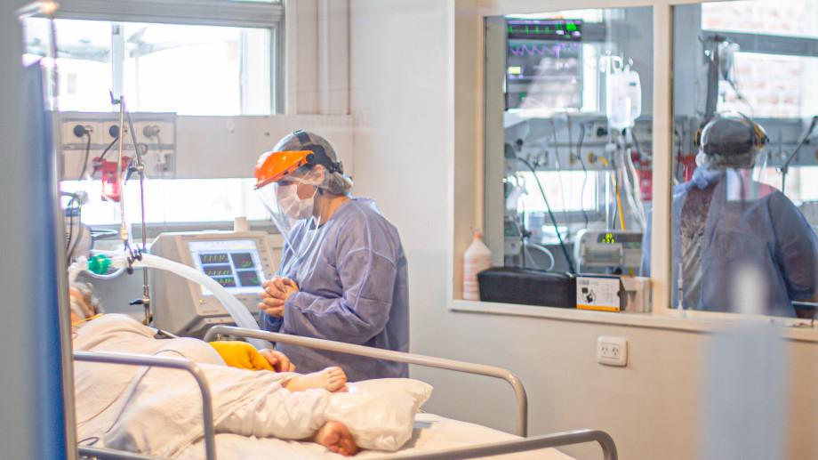 El personal de terapia intensiva y de los laboratorios que procesan test PCR podrán vacunarse en esta primera etapa. (foto: archivo)