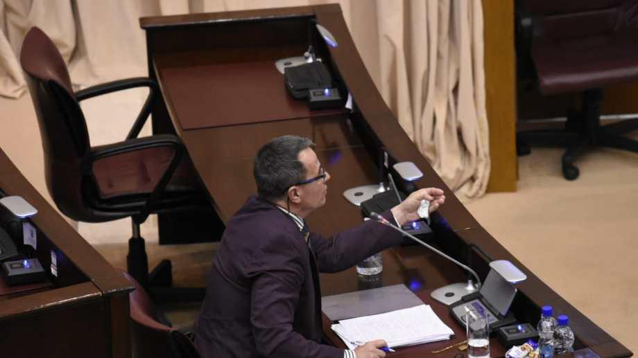 Santiago Terán, fiscal jefe de Cutral Co, durante el jury que se desarrolló en la Legislatura. (Florencia Salto)