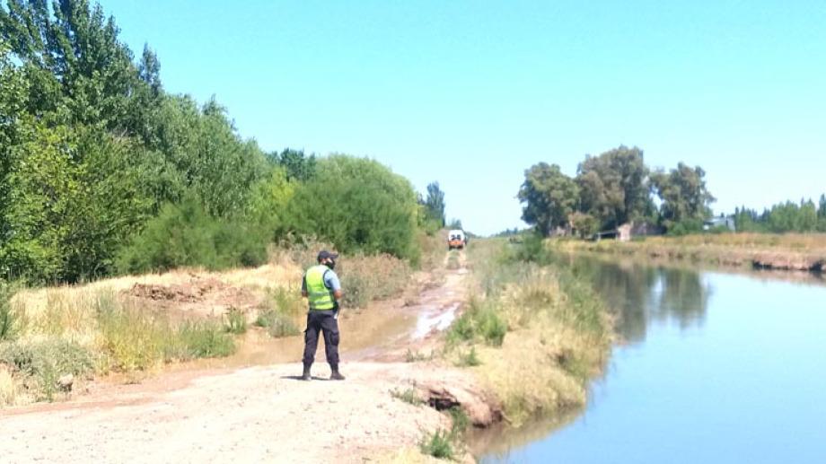 El cuerpo de la joven apareció en el canal principal de riego, cerca de la estación del ferrocarril, en Mainqué.