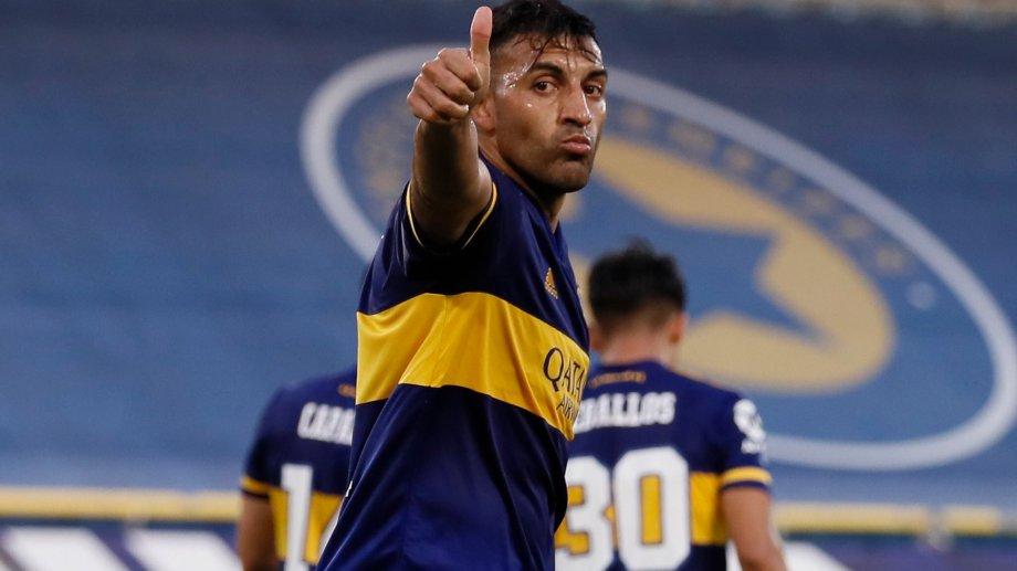 Ramón Ábila anotó los dos goles para Boca en el primer tiempo.