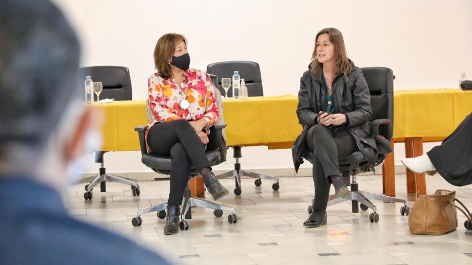 Las ministras de Seguridad y de Justicia y Derechos Humanos de la Nación arribaron el miércoles a Bariloche, y se reunieron con la gobernadora Carreras, y este jueves viajaron hasta El Bolsón. (foto gentileza)