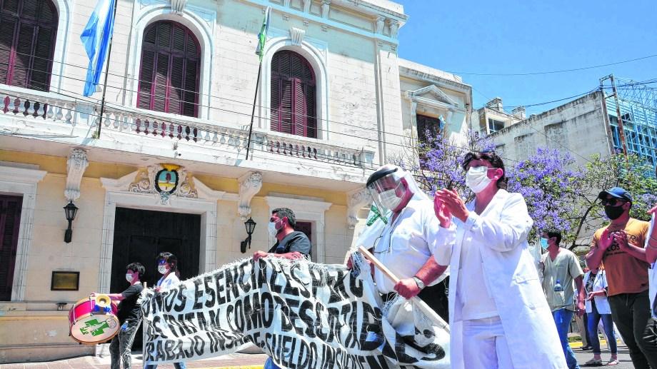 Funcionarios del ministerio de Economía y de la secretaría de la Función Pública trabajan para presentar una alternativa de mejoramiento de haberes. Foto: Marcelo Ochoa.