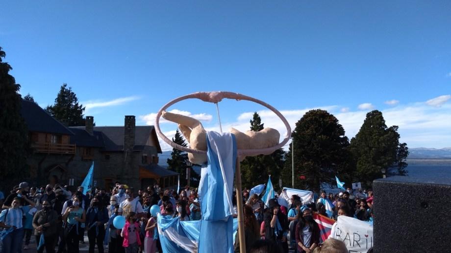 La representación de un feto encabezó la manifestación.