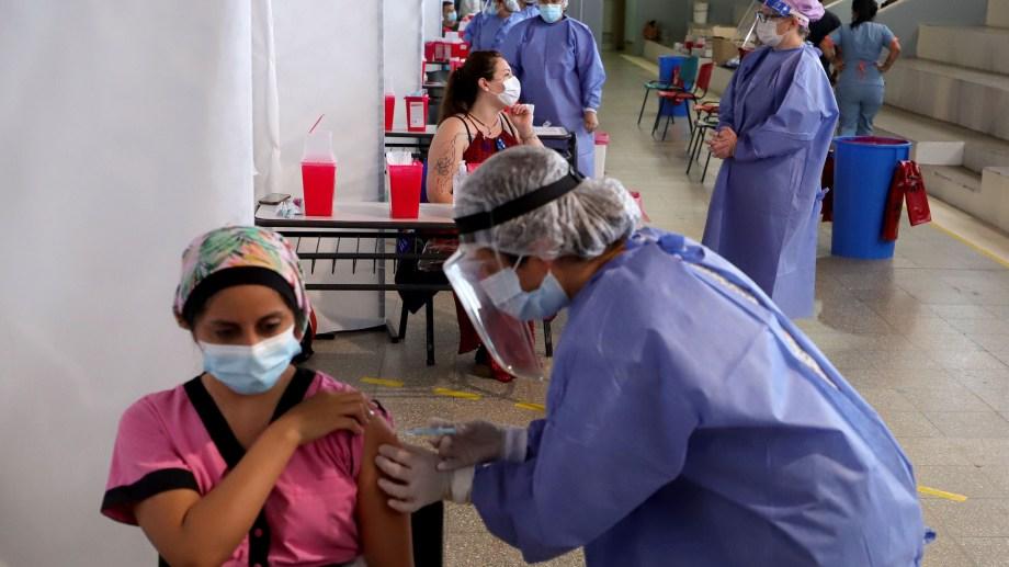La vacunación en la provincia inició a fines de diciembre.