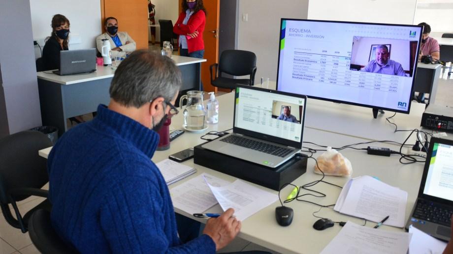 El ministro de Economía, Luis Vaisberg, defendió el proyecto de presupuesto en el plenario de comisiones. Foto: Marcelo Ochoa.