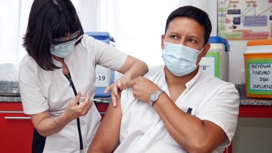 Las provincias avanzan con la aplicación de la dosis del primer componente de la Sputnik V, destinada en esta primera etapa al personal de salud, en el marco del plan de inmunización contra el coronavirus.  Foto: Julián Varela para Télam.-