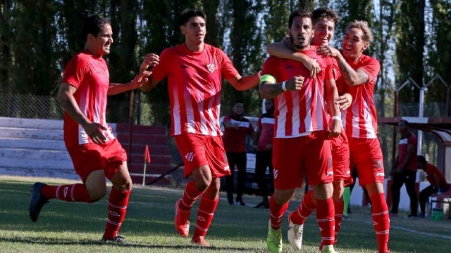 Desahogo de Villa. Independiente ganó un partido clave para sus aspiraciones. Foto: Fabián Ceballos.