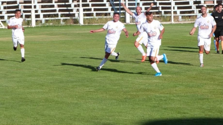 El goleador no festejó el gol por su pasado en Alianza a pesar del emotivo final y un triunfo de oro.