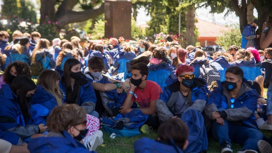 La postal se renueva: estudiantes en Bariloche. Foto: Marcelo Martinez