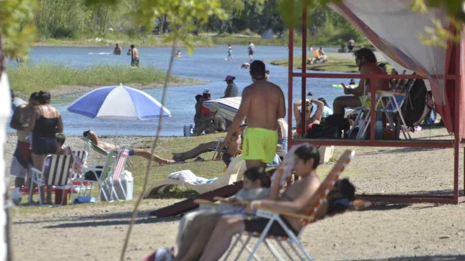 El jueves será el día de más calor en la región.  Foto archivo: Yamil Regules