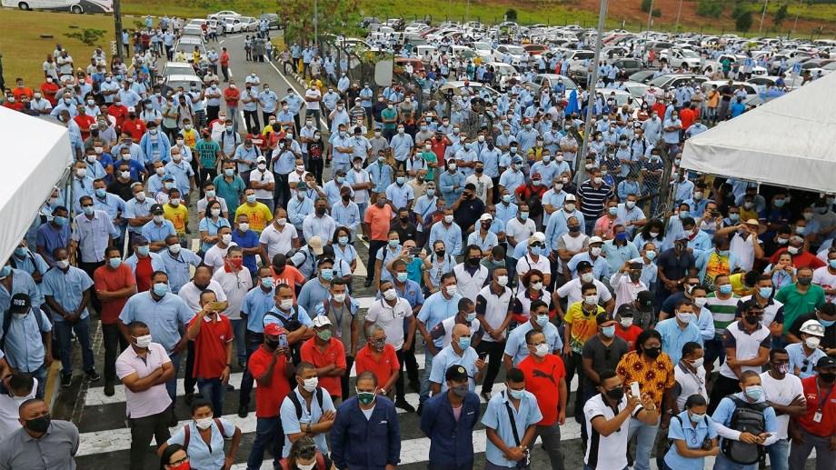 Los trabajadores protestan contra el cierre de las fábricas de Ford. Unas 5.000 personas perderán sus empleos. (Gentileza).-