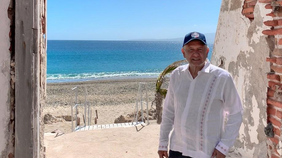 El presidente de México, en una de sus últimas actividades de gobierno. (Gentileza).-