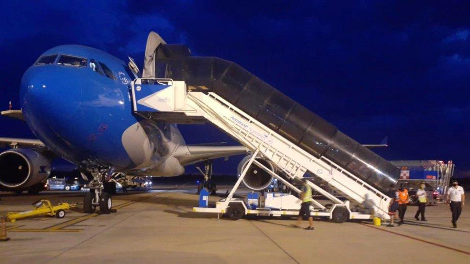 El avión de Aerolíneas partió ayer rumbo a Moscú a las 21. (Foto: @Aerolinas_AR)