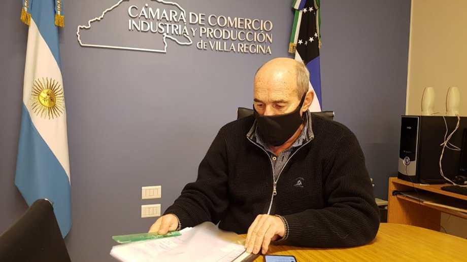 Franco Susca, presidente de la Cámara de Comercio de Regina, expresó el malestar por aumento en las tasas e impuestos. (Foto Néstor Salas)