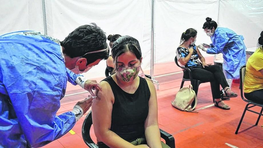Hoy se reanuda la campaña de vacunación contra el coronavirus en Neuquén. (Archivo Yamil Regules).-