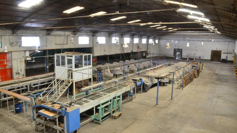 La Cooperativa La Reginense acondiciona su equipamiento para trabajar en esta temporada. (Foto Néstor Salas)