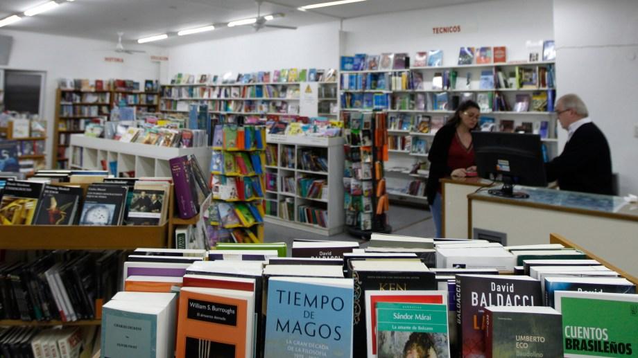 Tres librerías de Neuquén serán declaradas patrimonio histórico de Neuquén, entre ellas Libracos. (Foto: Juan Thomes).