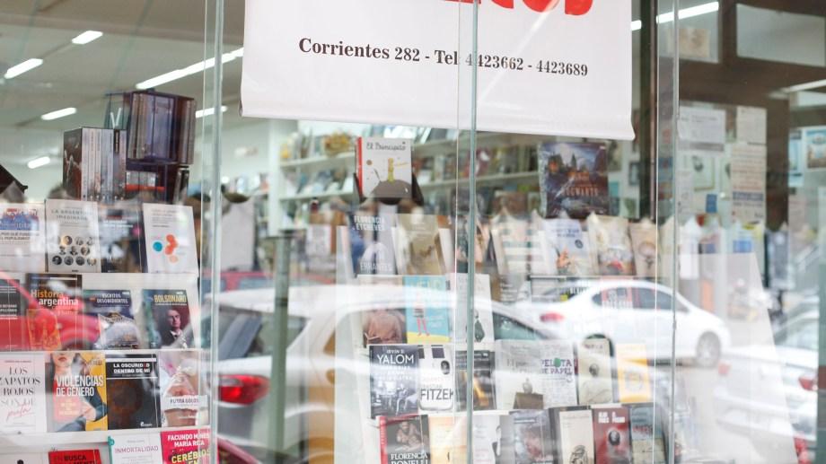 La histórica librería del Bajo de Neuquén. Foto: Juan Thomes
