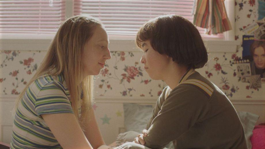"""Anna Konkle y Maya Erskine vuelven a la secundaria en """"Pen15""""."""