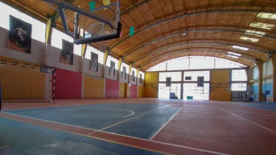 El martes a la madrugada sujetos rompieron una puerta y entraron a robar al gimnasio municipal de Zapala. (Gentileza Municipalidad de Zapala).