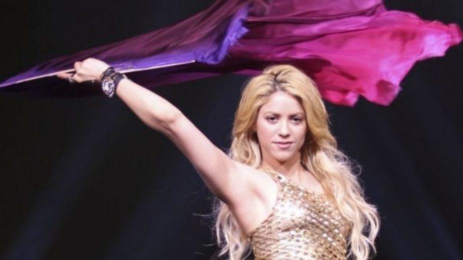 Shakira se sumó artistas como Bob Dylan y Neil Young al desprenderse de parte de su catálogo musical.