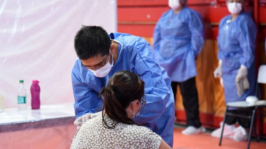 El operativo de vacunación se realiza en gimnasios y escuelas para garantizar el distanciamiento. Foto archivo: Florencia Salto.